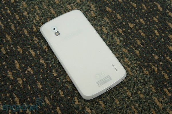 google-nexus-4-white-hands-on-by-engadget-1