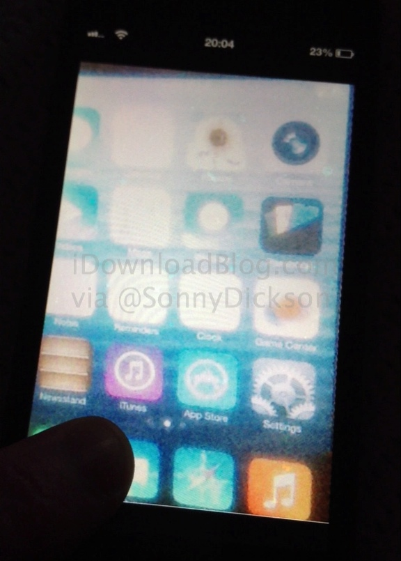 ios7-rumor-first-screen-leaked