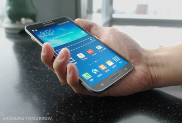 samsung-galaxy-round-hands-on-1