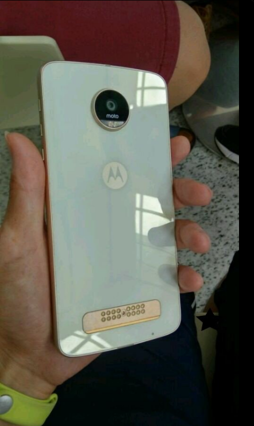 moto-z-play-leaked-in-wild-3