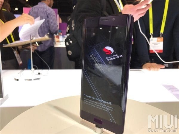 mi-note-2-green-and-purple-ver-in-ces-2017-8